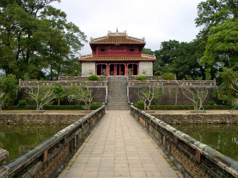 Tor und Eingang beim Thu Duc Grabmal