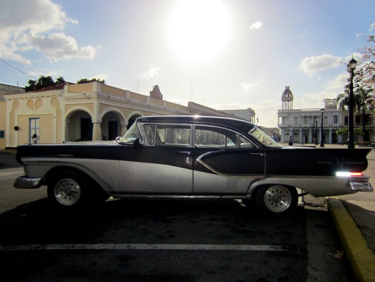 Cuba cars: American classic car in front of colonial architecture