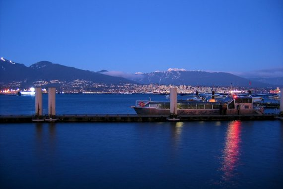 Vancouver Hafen abends