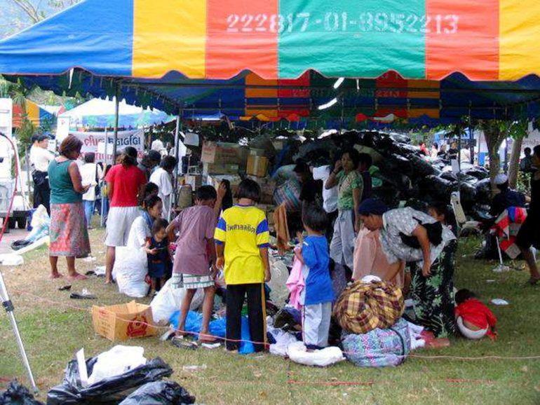 Tsunami: Hilfsgüter kommen an und werden verteilt