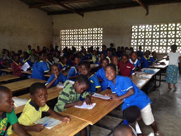 Kinder in einr Grundschule in Malawi