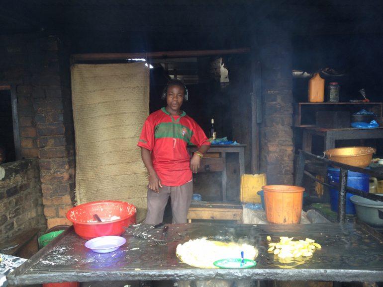 Verkäufer auf einem Markt in Malawi