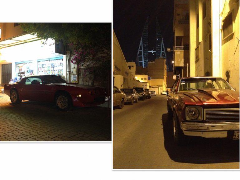 Zwei Oldtimer in den Strassen von Bahrain