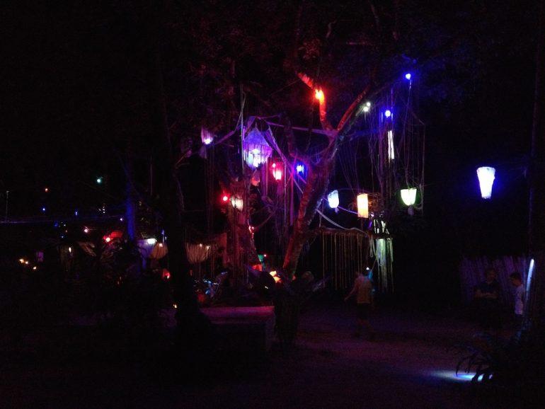 Ko Phangan Highlights: Nachtbeleuchtung bei einer Party