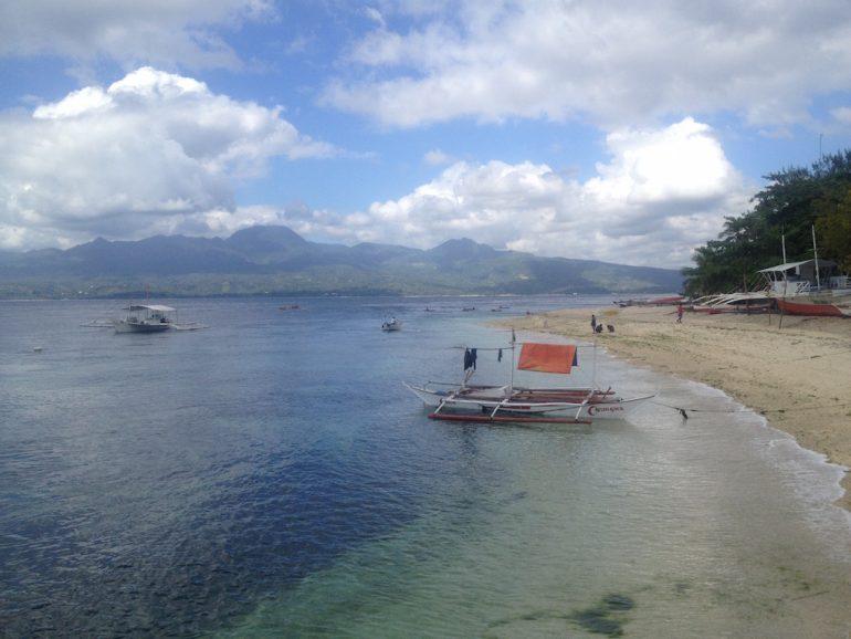 Philippinen Sehenswürdigkeit: Blick auf Negros von Cebu mit Booten