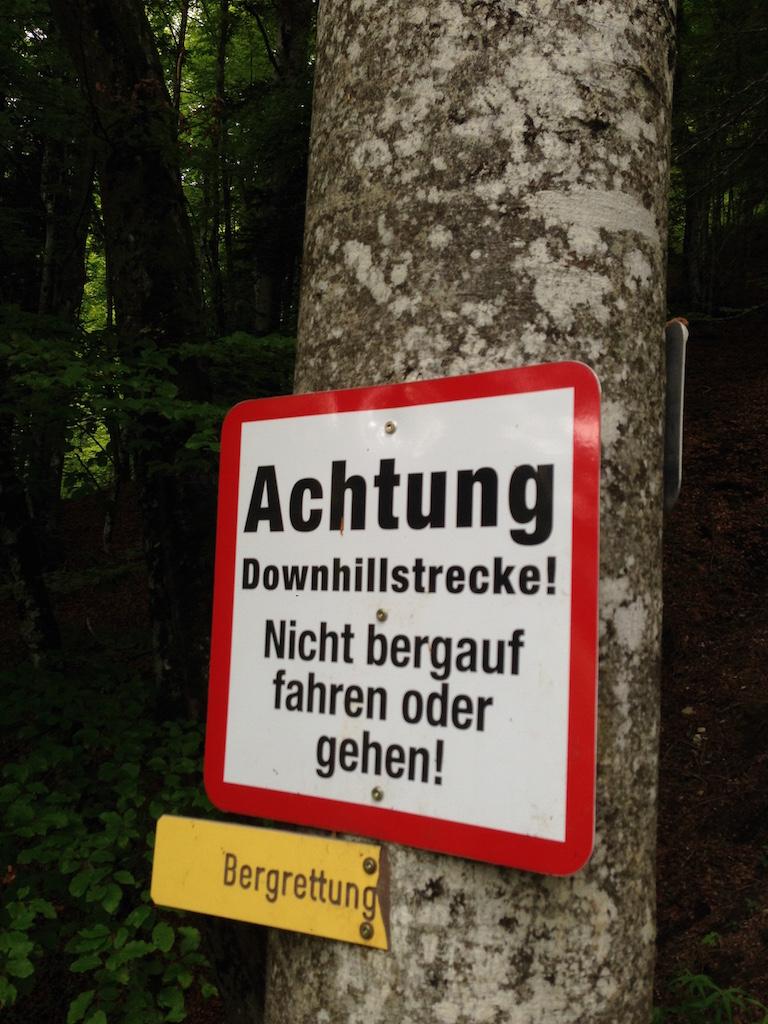 Warnschild am Lisi-Osl-Trail