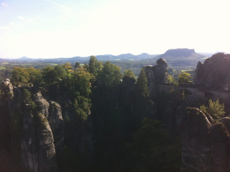 Schöne Bilder: Felsen und Bäume an der Bastei, Sächsische Schweiz