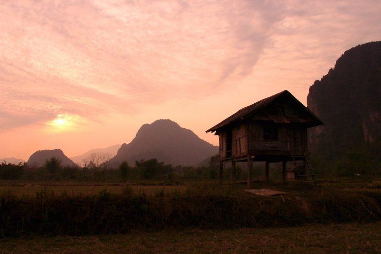Schöne Bilder: Sonnenuntergang bei Vang Vieng