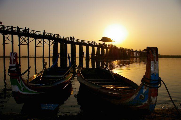 Schöne Bilder: Boote vor der U-Bein Brücke, Myanmar