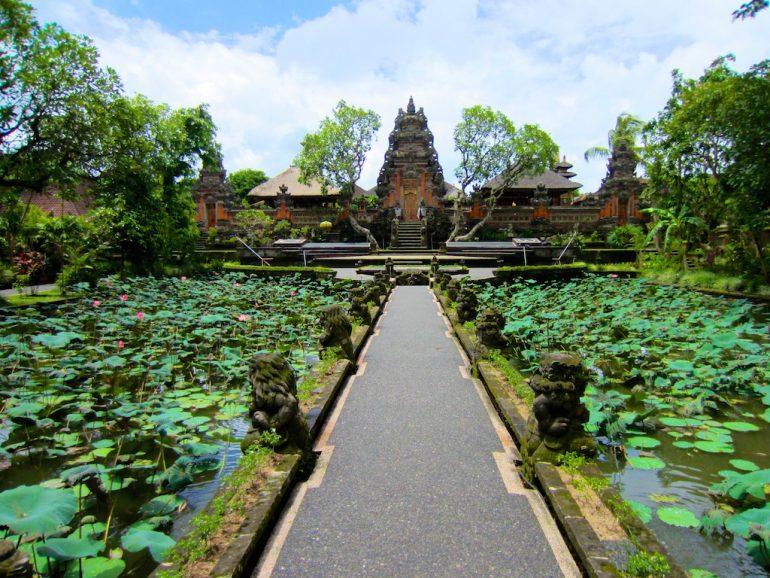 Schöne Bilder: Tempel und Pflanzen in Ubud, Bali