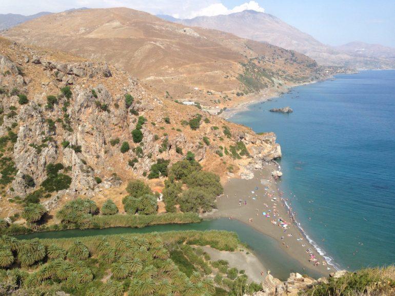 Kreta Sehenswürdigkeiten: Palmenwald von Preveli mit Flussmündung und Strand