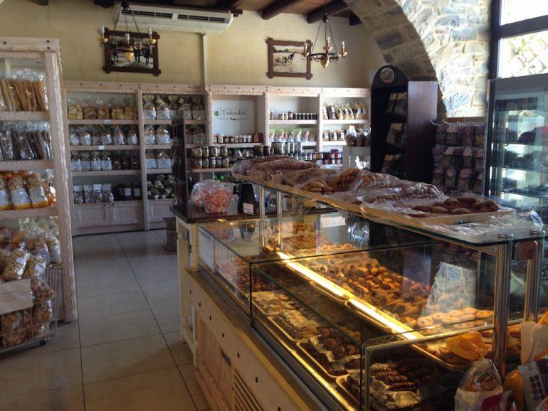 Kreta Sehenswürdigkeiten: Kretische Produkte im Laden Tsiknakis