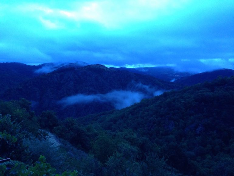 Lozère: Sonnenaufgang bei der Ferme des Cévennes