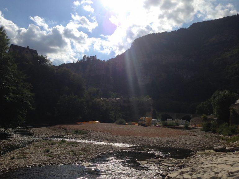 Fluss und Berge am Gorges du Tarn in der Lozère