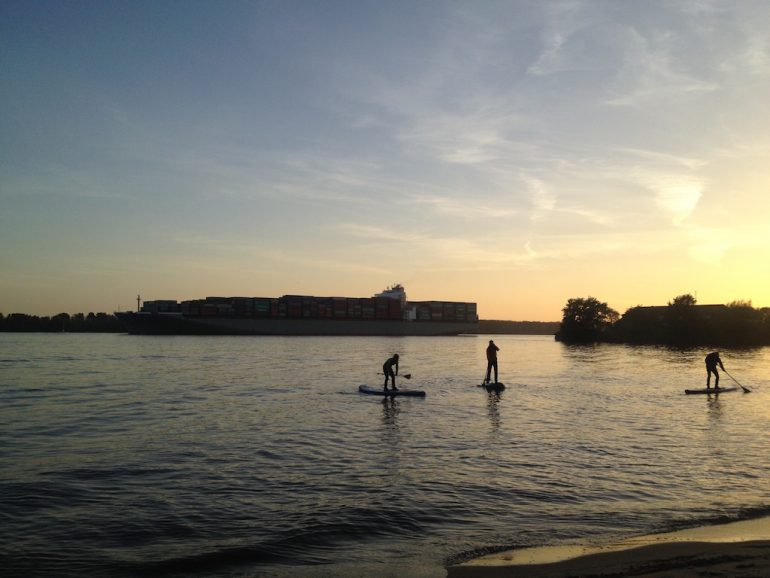 Things to do in Berlin: Three people during Stand Up Paddling