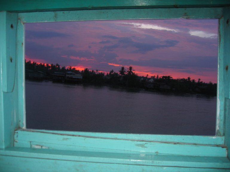Thailand Highlights: Blick vom Nachtboot in den Sonnenaufgang