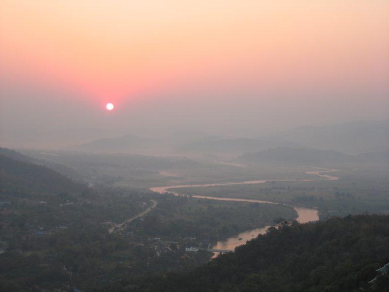 Thailand Highlights: Sonnenaufgang vom Wat Thaton