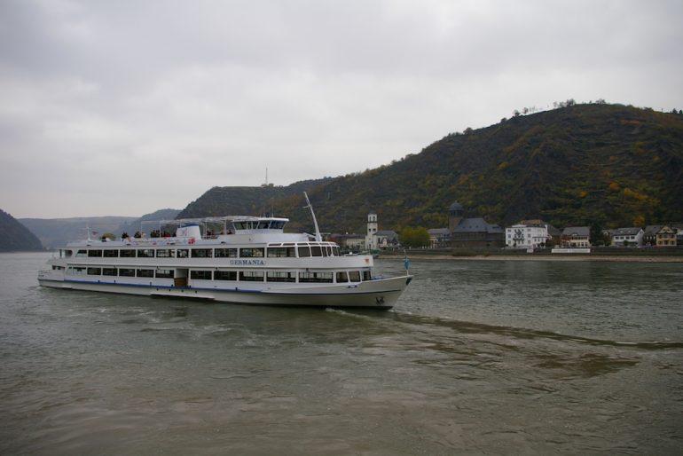 Ausflugsschiff auf dem Rhein