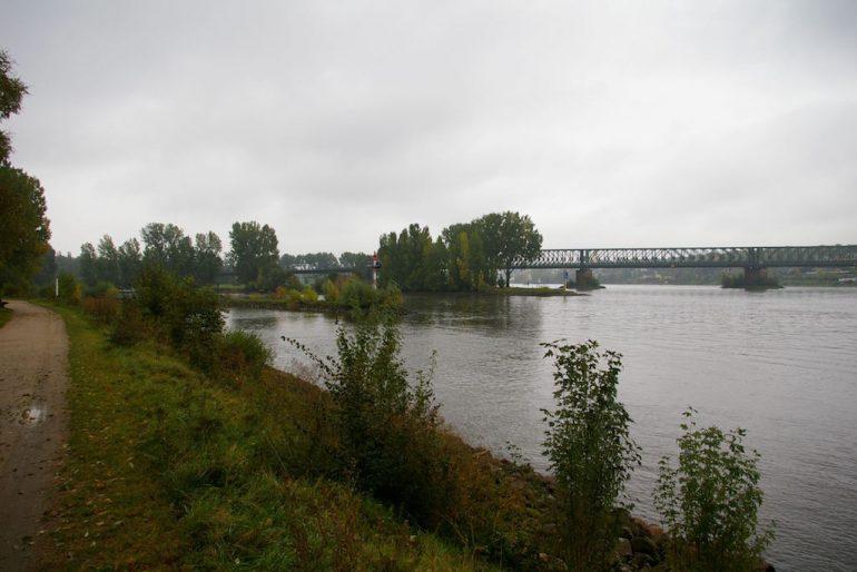 Main und Rhein an der Mainmündung Wiesbaden