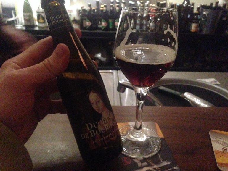 Craft Beer Berlin: Flasche Douchesse und Glas