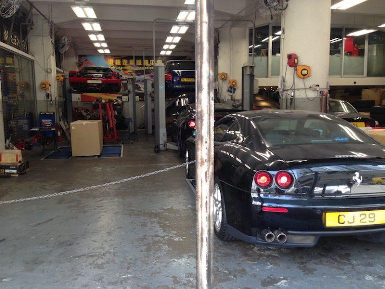 Hong Kong Sehenswürdigkeiten: Luxus-Werkstatt mit Ferraris in Kowloon