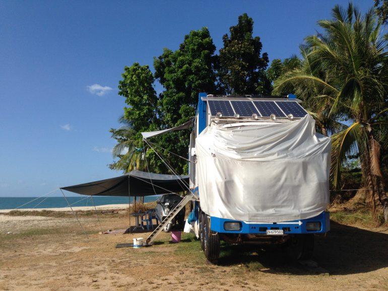 LKW Wohnmobil am Strand von Langkawi