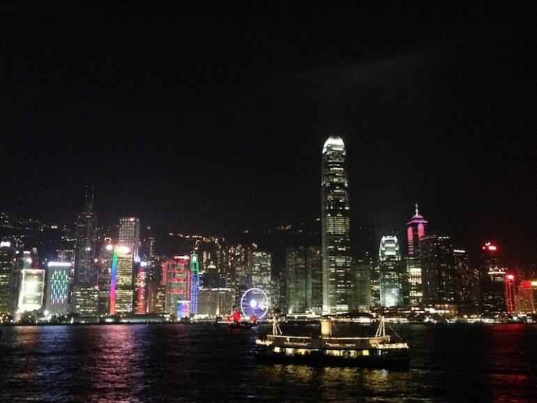 Hong Kong Sehenswürdigkeiten: Die Stadt leuchtet während der Symphony of lights