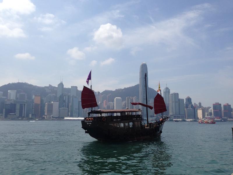 Blick über den Victoria Harbour von Kowloon
