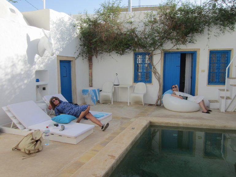Modejournalistinnen in einem Hotel in Tunesien