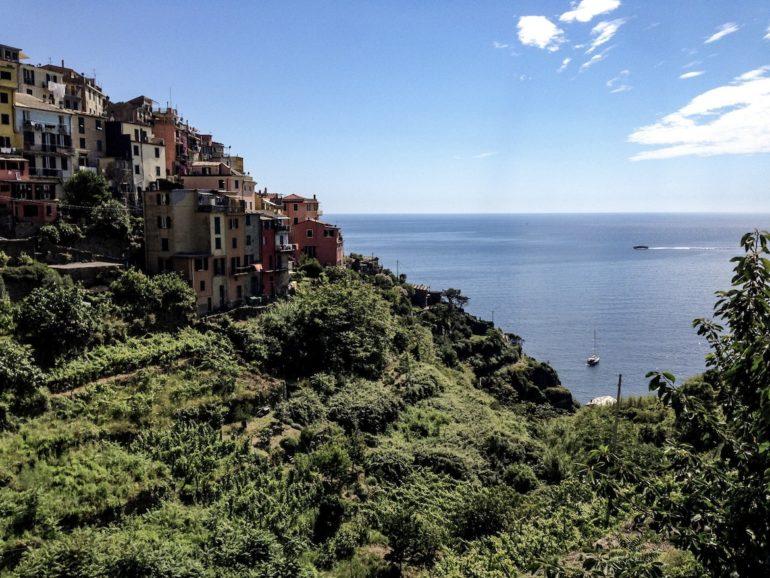 Cinque Terre wandern: Häuser und Grün in Corniglia