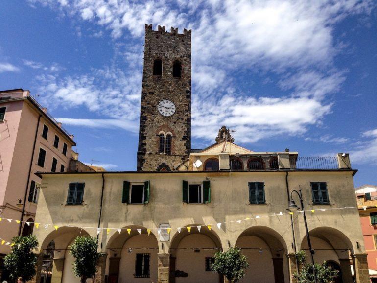 Cinque Terre wandern: Kirche in Monterosso