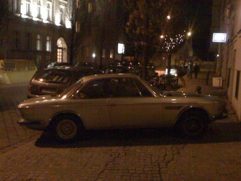 Oldtimer Berlin: BMW E9 auf Berliner Strasse