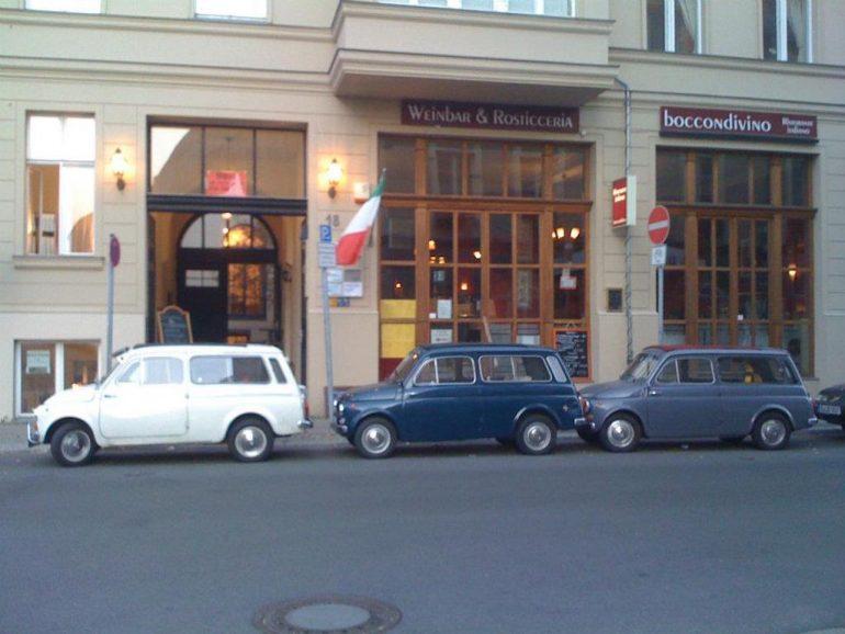 Oldtimer Berlin: Fiats vor Schaufenster
