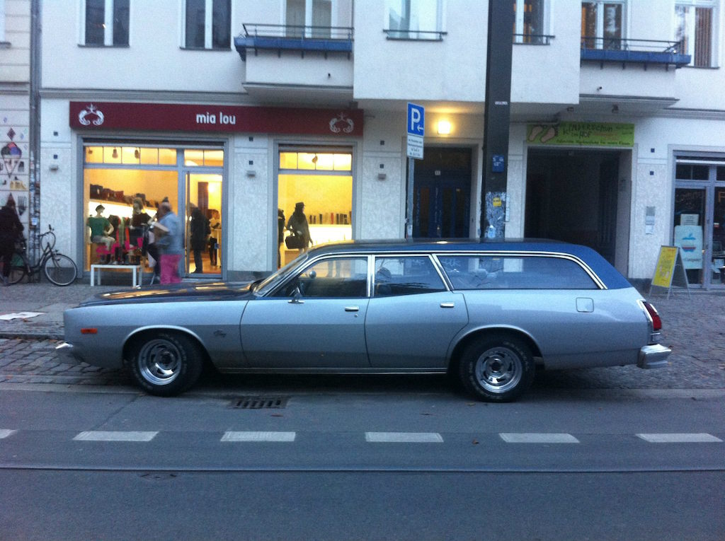 Oldtimer Berlin: Plymouth Fury Suburban Station Wagon