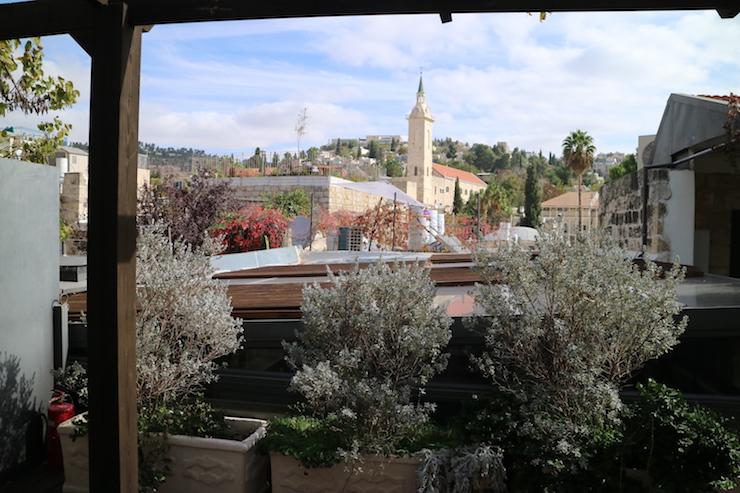 Jerusalem: Pflanzen und Kirchturm