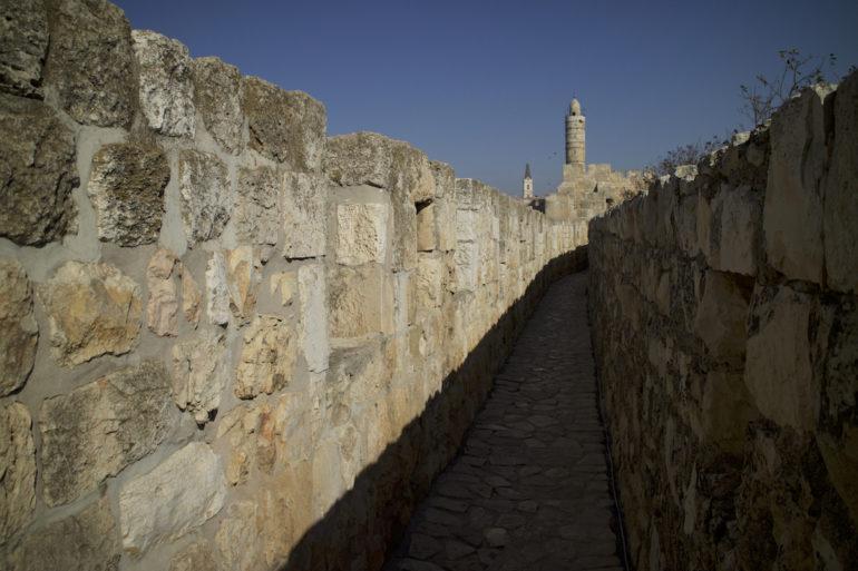 Mauer und Turm in Jerusalem