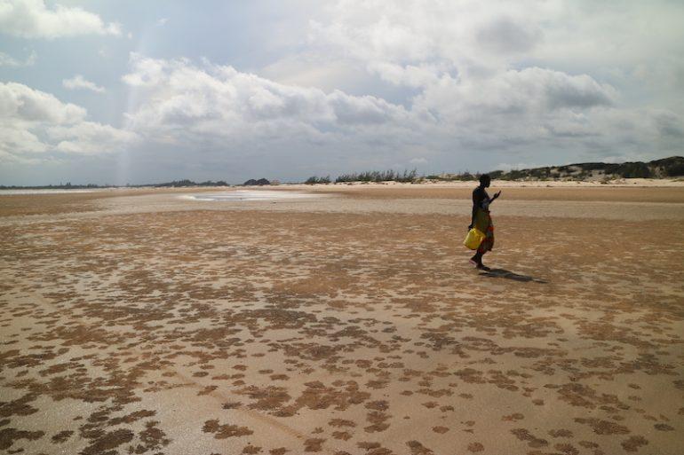 Kenia Strand: Mensch am Strand von Mambrui Beach