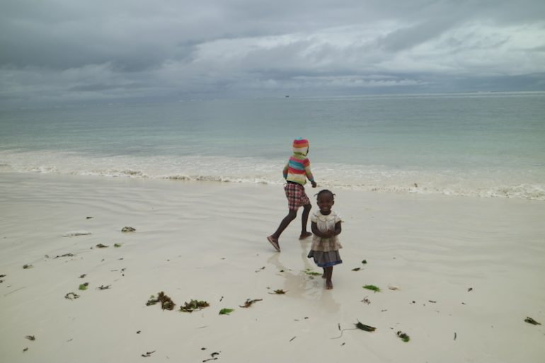 Kenia Strand: Kinder am Nyali Beach