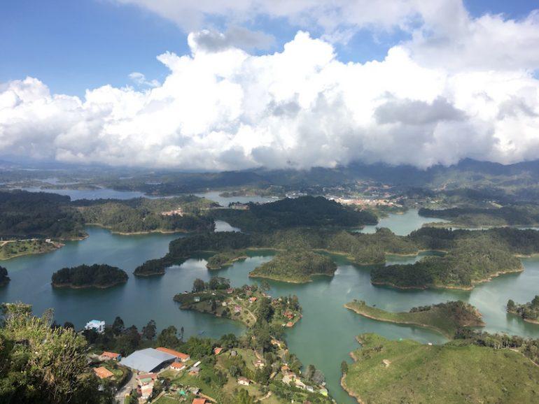 Ausblick vom Felsen von Guatape auf die Seenlandschaft