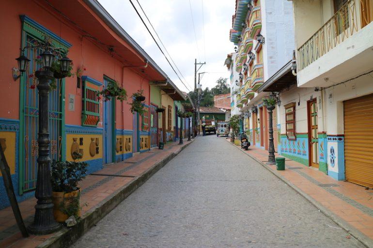 Bunte Häuserfront in Guatape