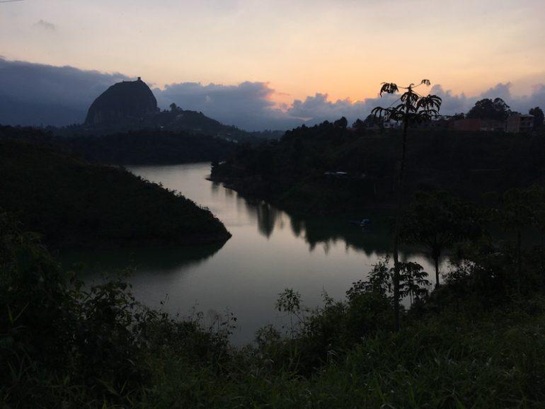 Der Felsen von Guatapé im Sonnenuntergang