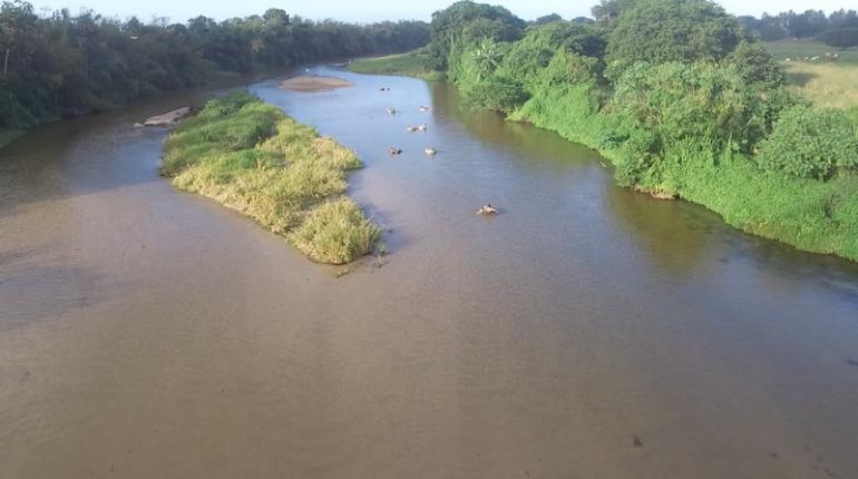 Kolumbien Reisetipps: Menschen beim Tubing im Palomino River