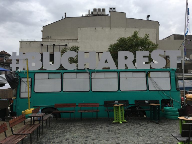 Bukarest Sehenswürdigkeiten: Bus mit Bucharest-Aufschrift