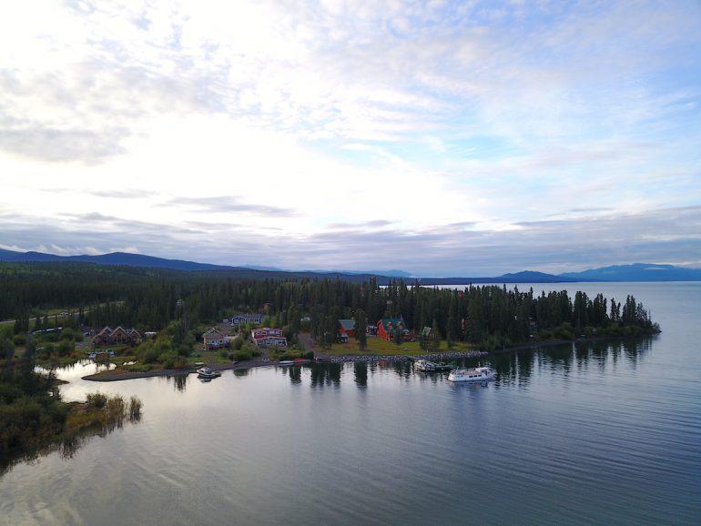Yukon: Vogelperspektive auf See und das Inn on the Lake