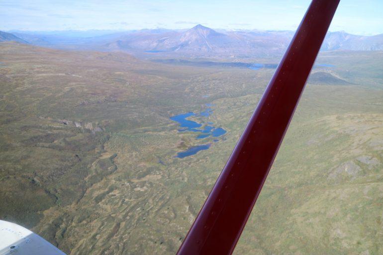 Great Trail - Luftaufnahme von Bergen und Seen nahe Carcross