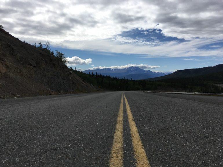 Einsame Strasse im Yukon