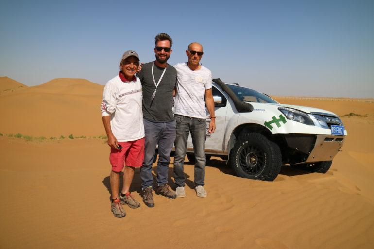 Dakar Rally in China: Autor Marco Buch mit Picard and Fontenay und ihrem Isuzu-Geländewagen