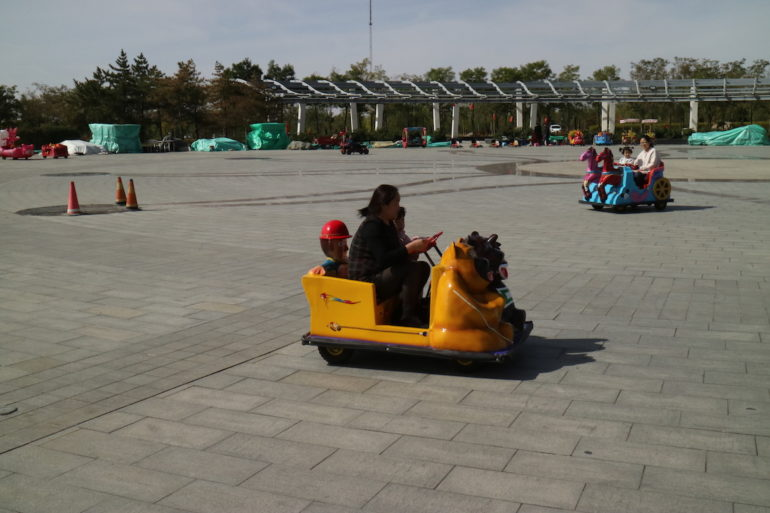 Innere Mongolei: Elektrofahrzeug in Alxa Left Banner