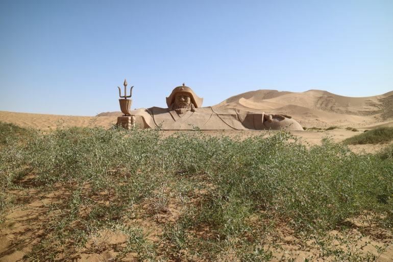 Innere Mongolei: Sandskulptur von Dschingis Khan