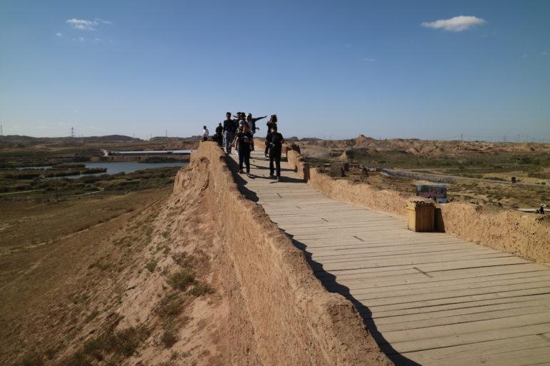 Innere Mongolei: Chinesische Mauer mit Besuchern bei Shuidonggou
